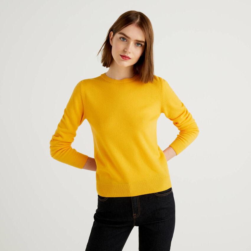Maglia girocollo gialla in pura lana vergine