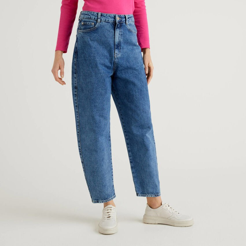 Jeans carrot fit in denim 100% cotone