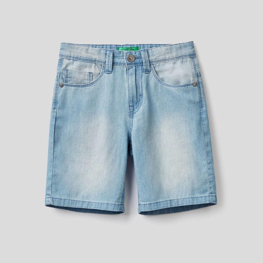 Bermuda in jeans leggero