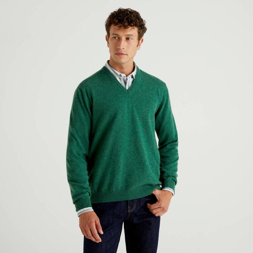 Maglia scollo a V verde in pura lana vergine