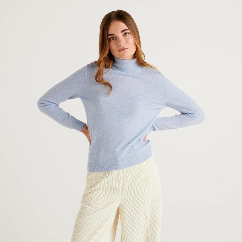 Maglione dolcevita celeste in pura lana vergine