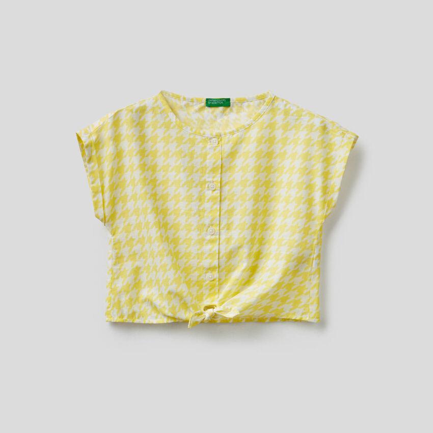 Blusa cropped con nodo