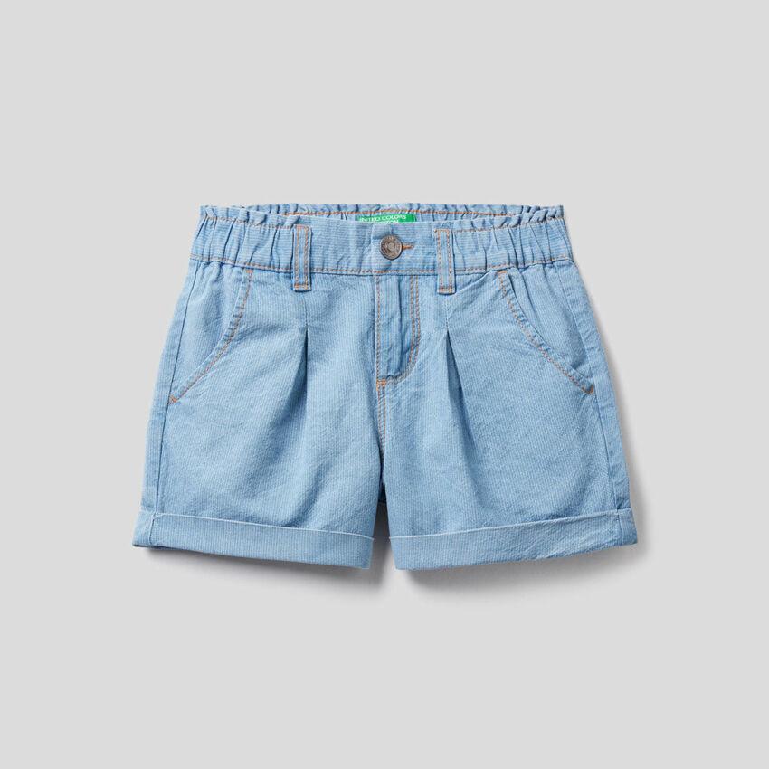Shorts effetto jeans con risvolto