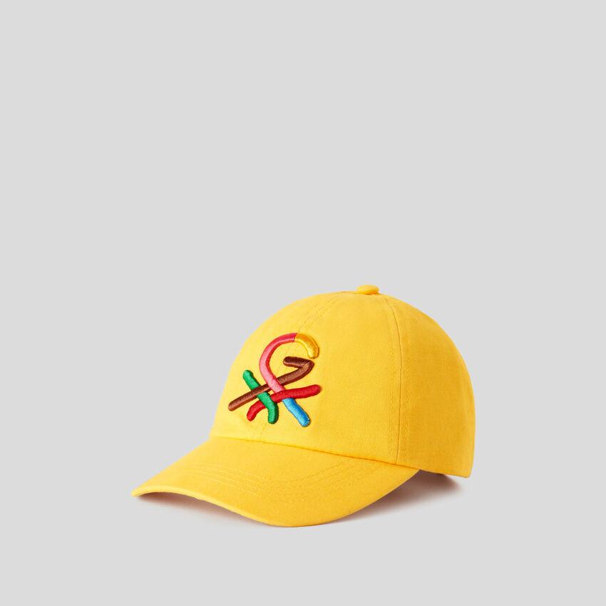 Cappellino giallo con logo ricamato by Ghali