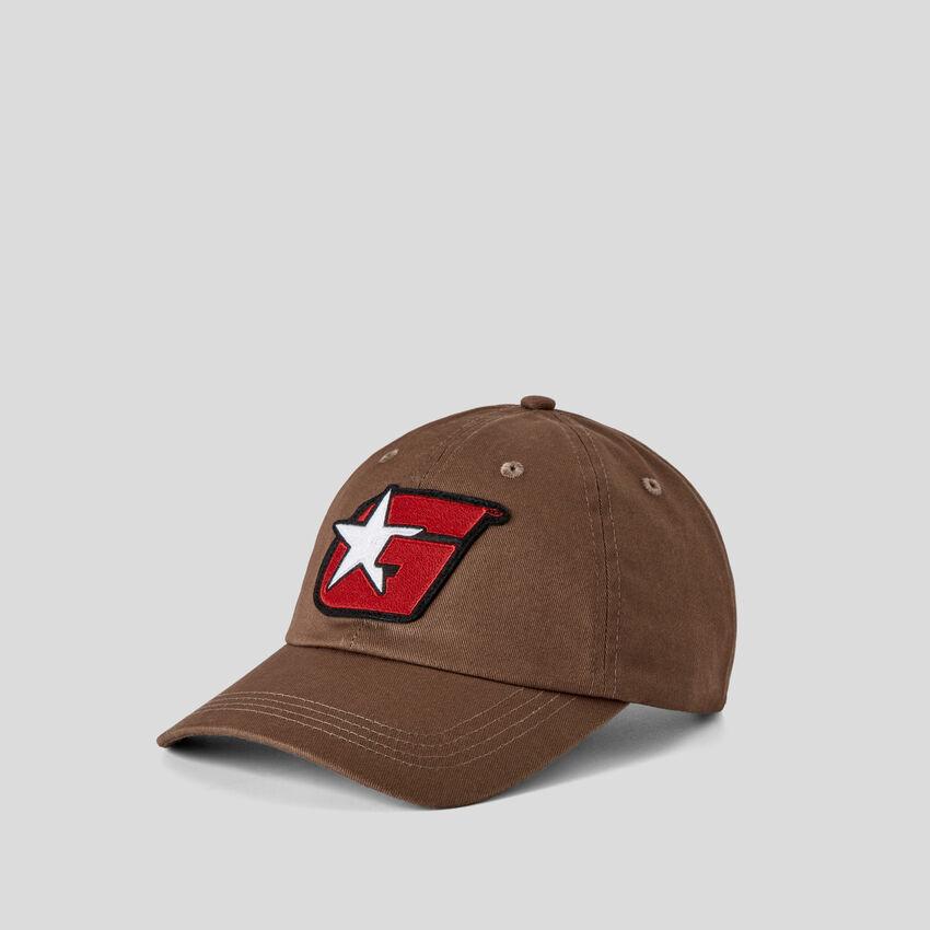 Cappello con patch G di Ghali