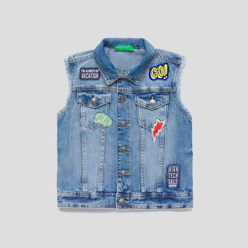 Gilet in denim con patch