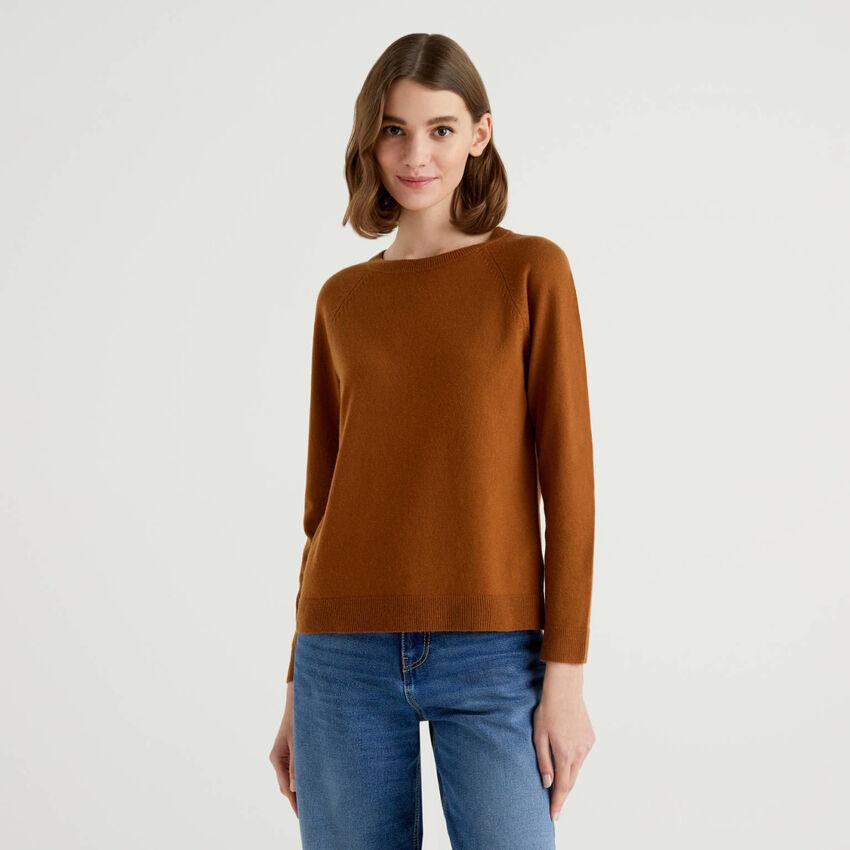 Maglia girocollo marrone in misto lana e cashmere