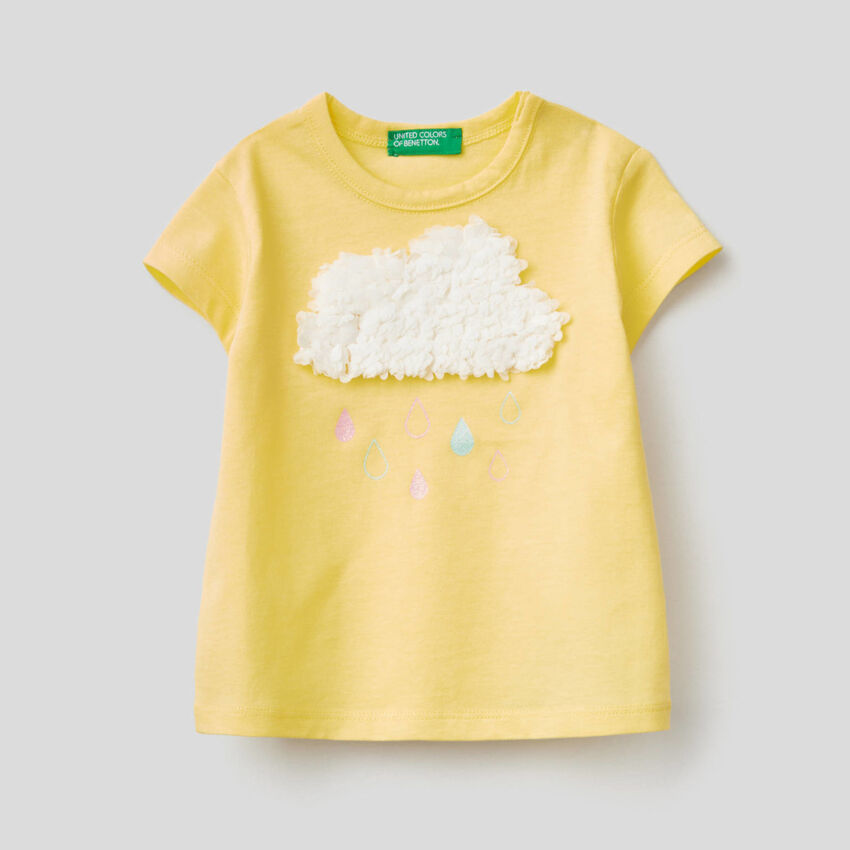 T-shirt con applicazione effetto petali
