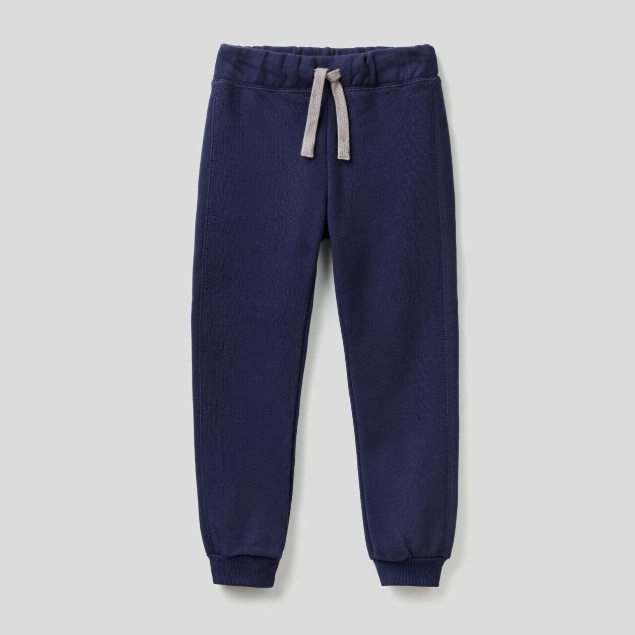Pantaloni con tasca e maxi logo