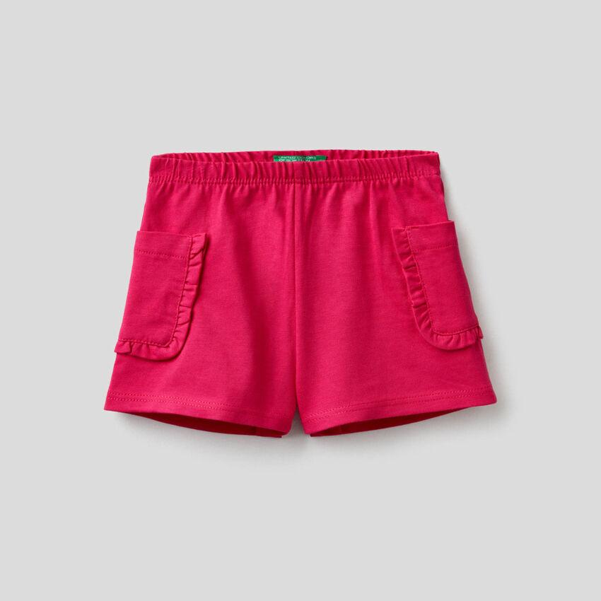 Shorts con tasche e rouches
