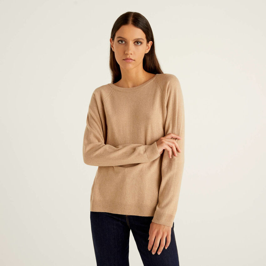 Maglia girocollo cammello in misto lana e cashmere