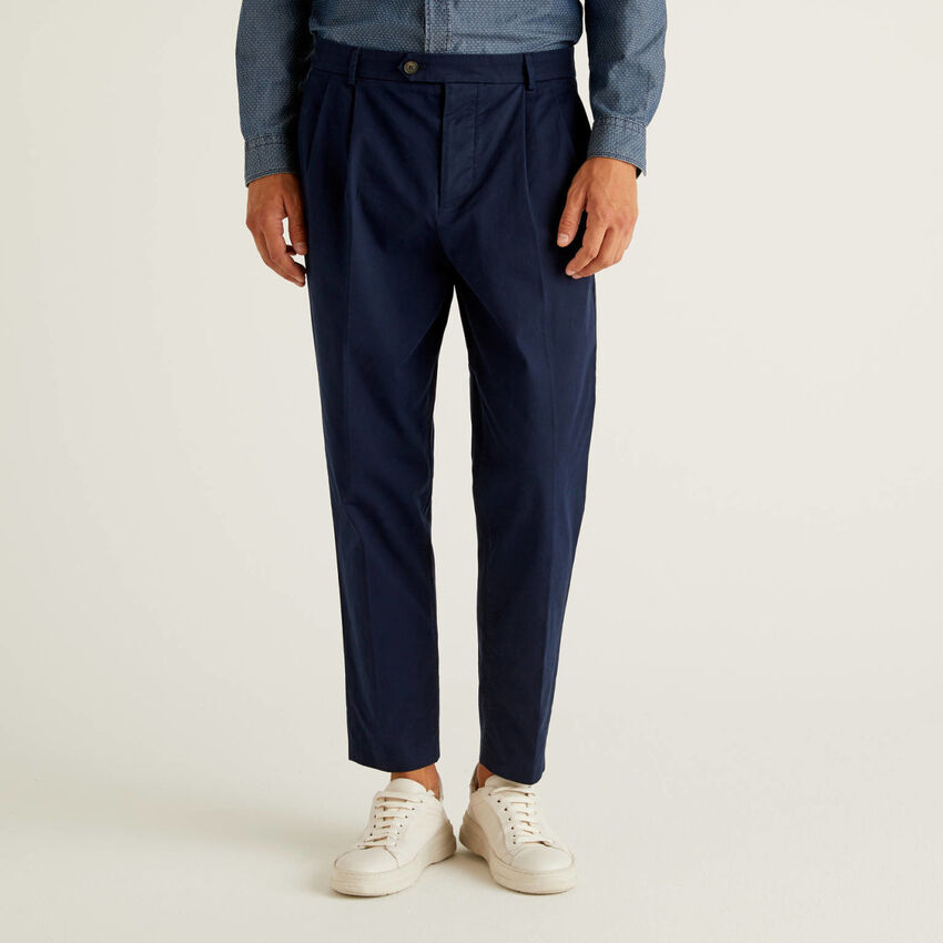 Pantaloni carrot fit in 100% cotone
