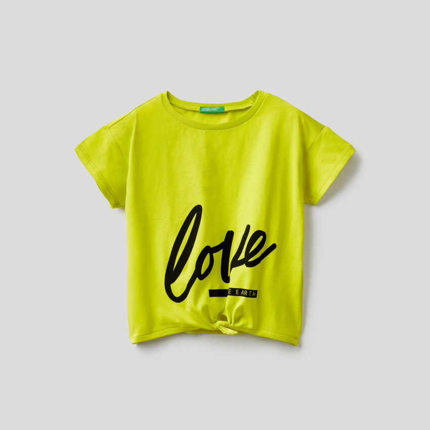 T-shirt con fiocco sul fondo