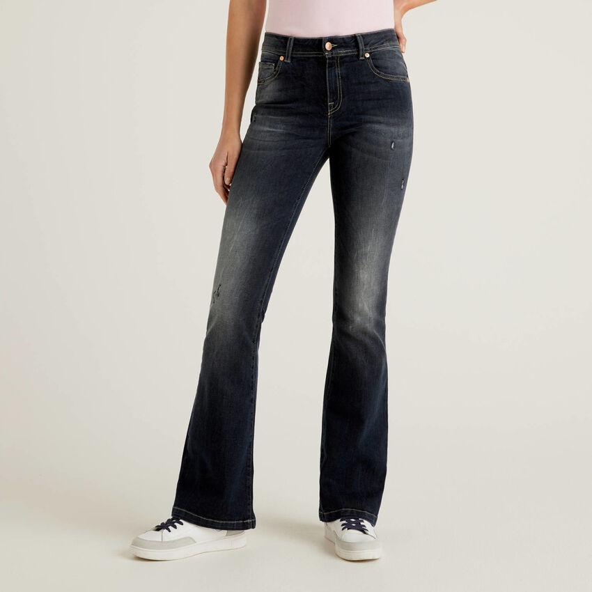 Jeans elasticizzati a zampa