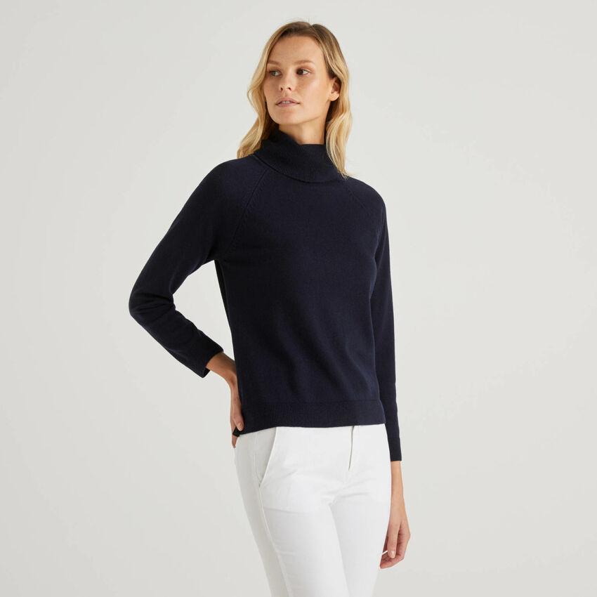 Maglione dolcevita blu scuro in misto lana e cashmere