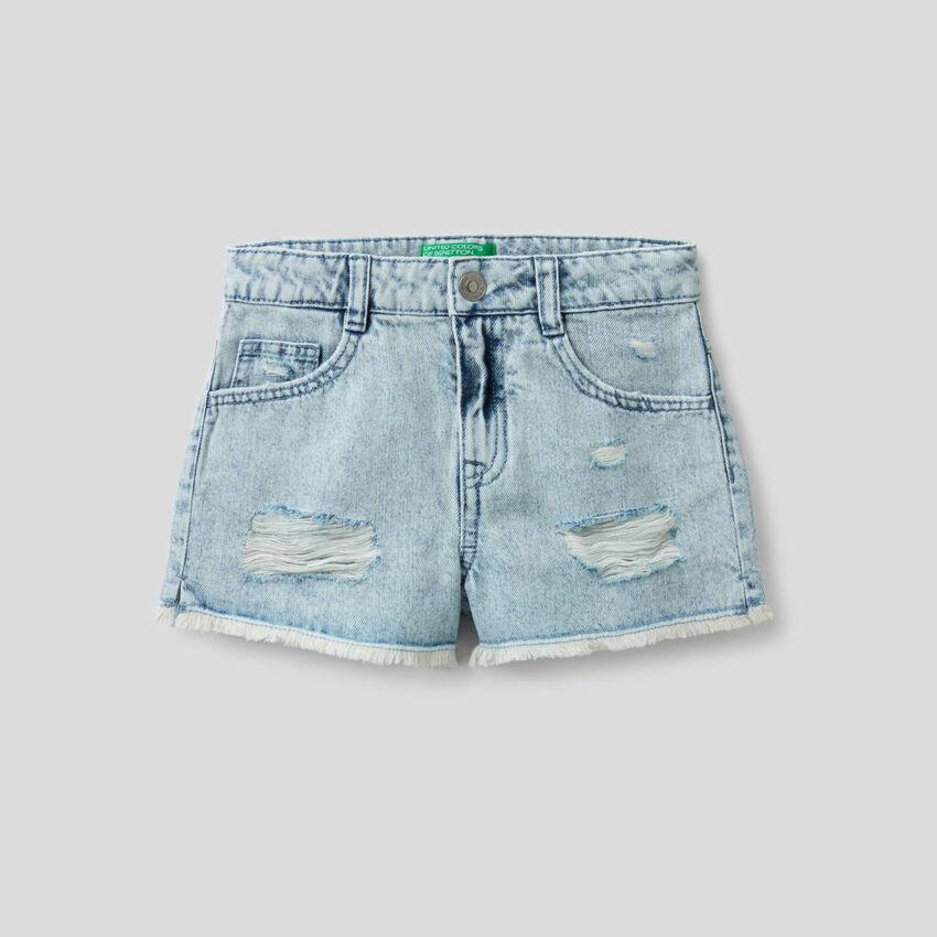 Shorts in jeans con aspetto vissuto