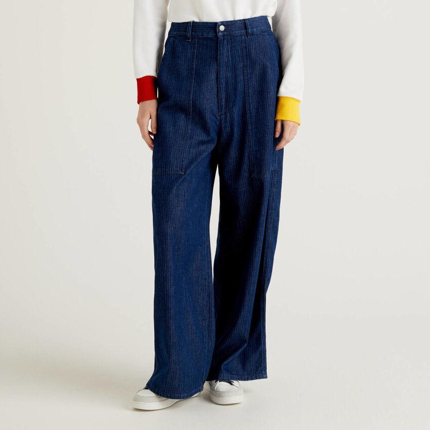 Pantaloni loose fit in jeans spigato
