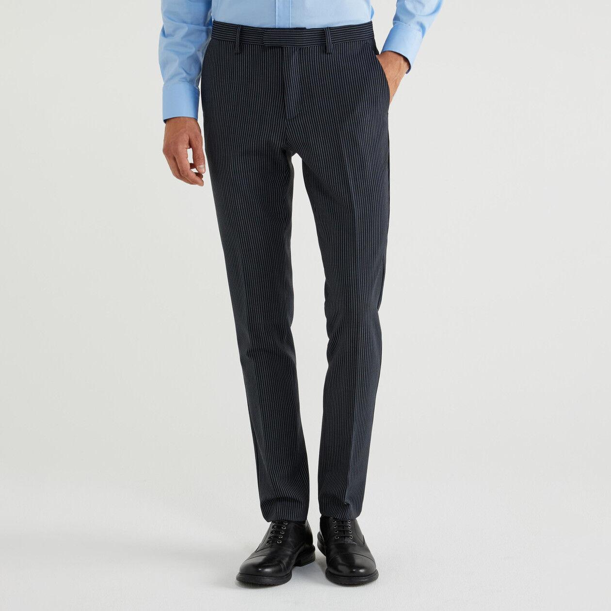 Pantaloni slim fit in fresco lana