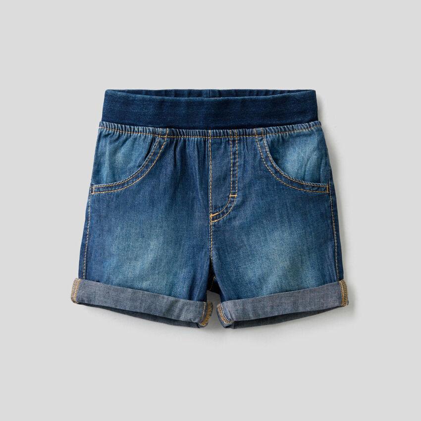 Bermuda effetto jeans con vita stretch
