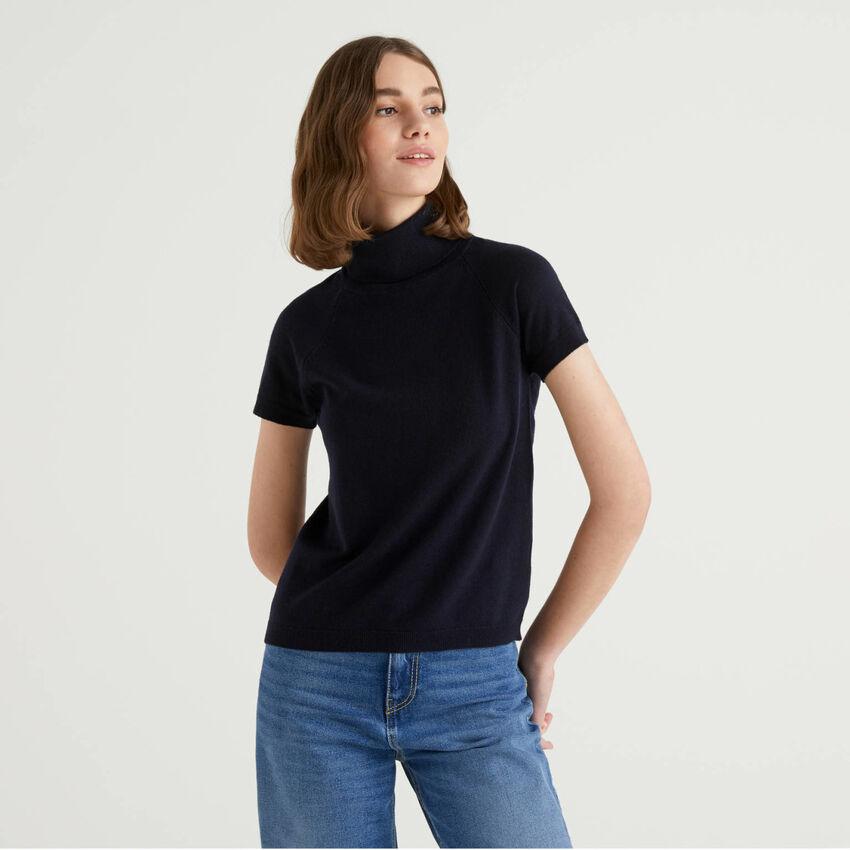 Dolcevita blu scuro a maniche corte in misto lana e cashmere