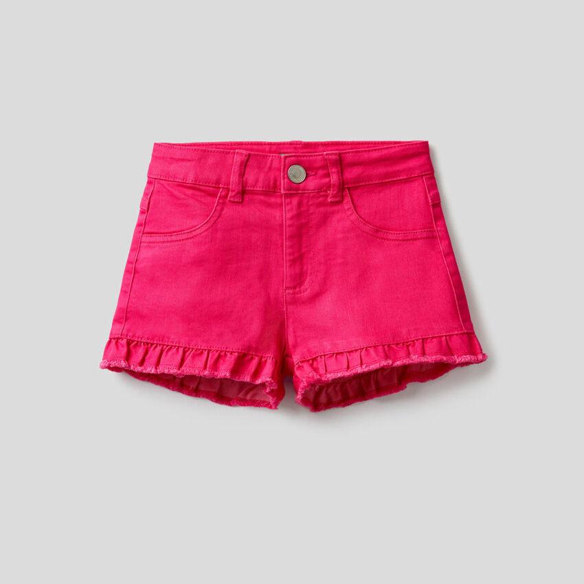 Shorts tinta unita con rouche