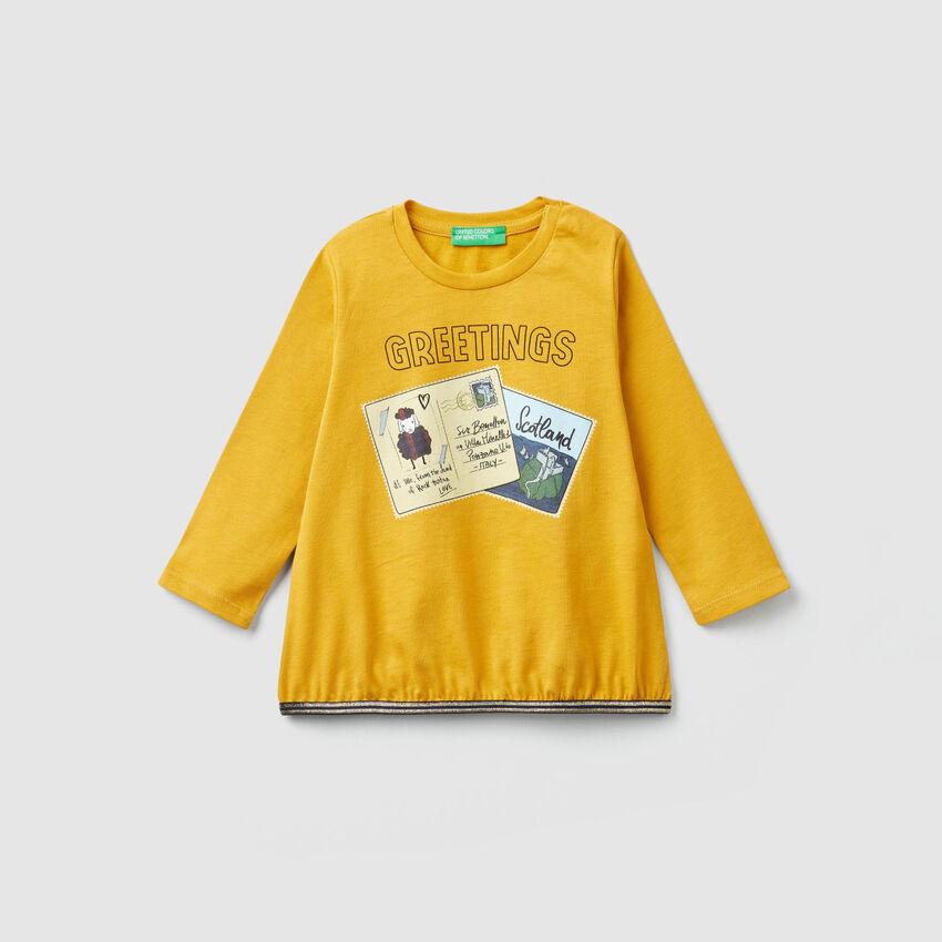 T-shirt con stampa cartoline