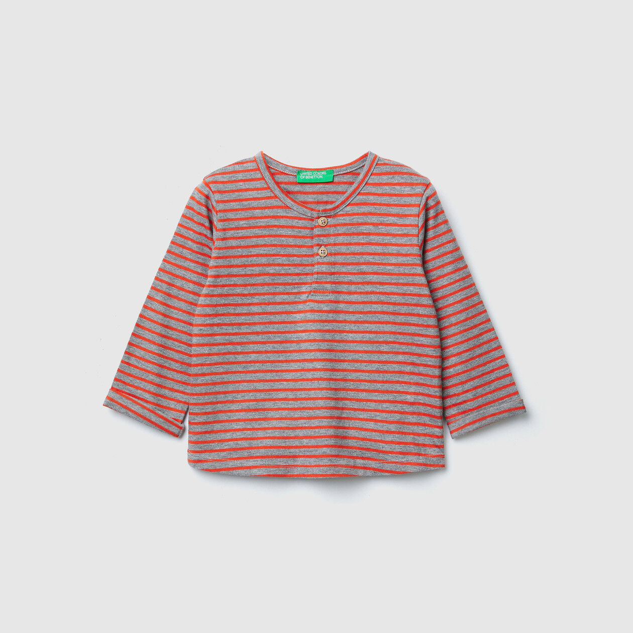 T-shirt a righe con toppe
