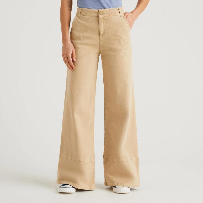 Pantaloni a zampa con tintura naturale