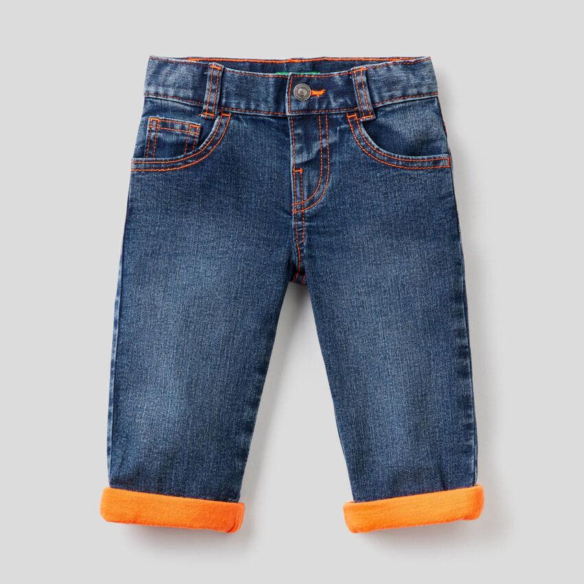 Jeans con dettagli fluo