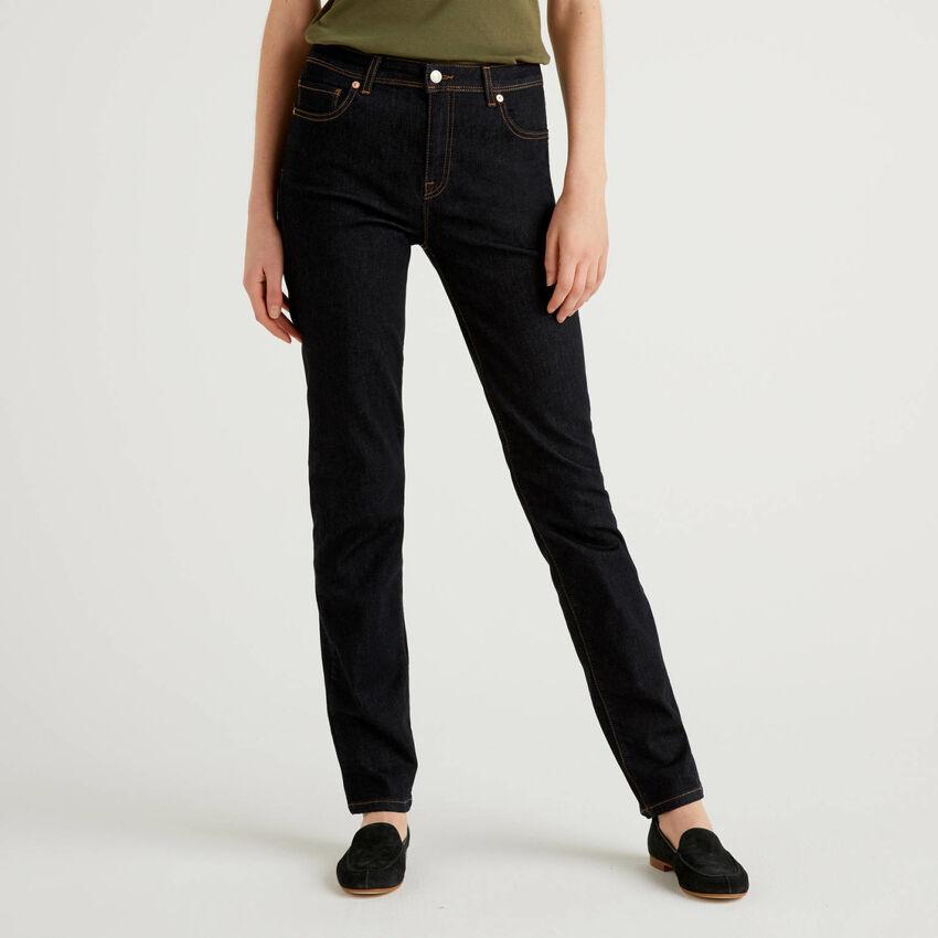 Jeans gamba dritta in denim stretch