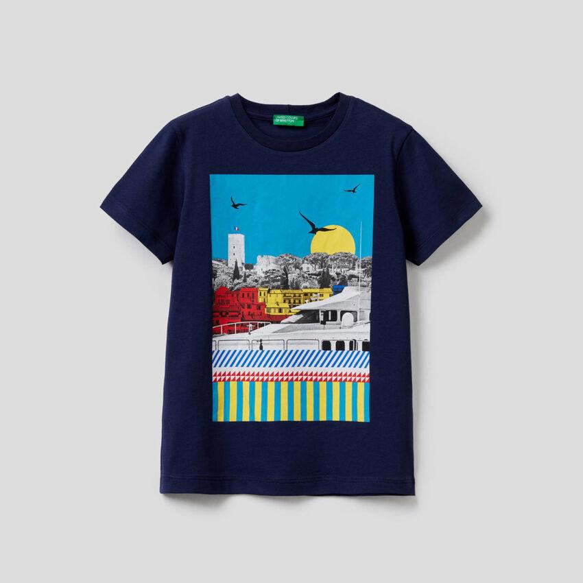 T-shirt con stampa paesaggio