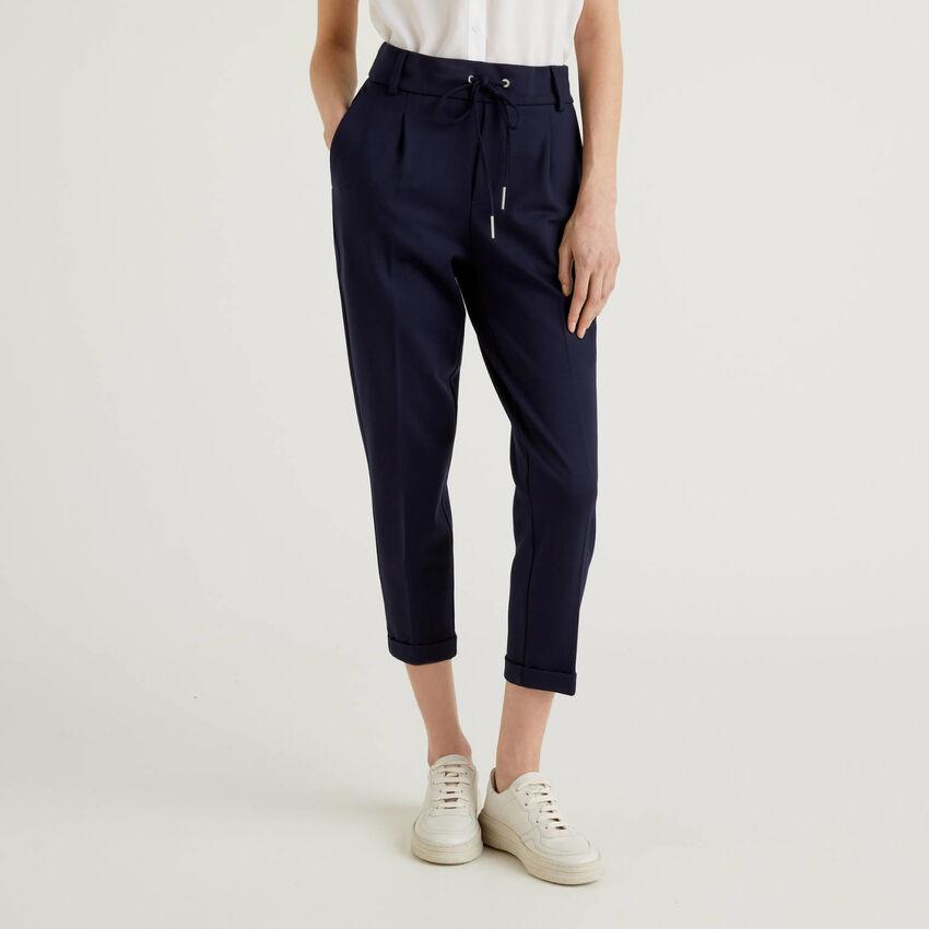 Pantaloni con coulisse e risvolto