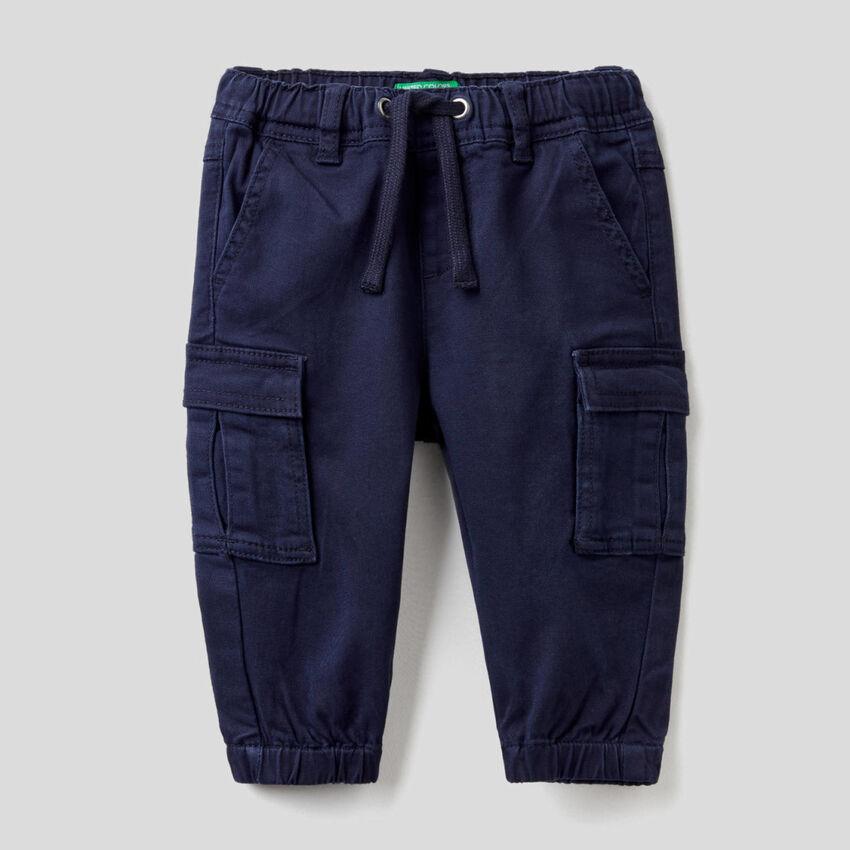 Pantaloni cargo in cotone stretch