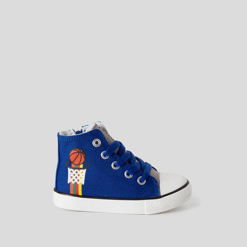 Sneakers alte con lacci
