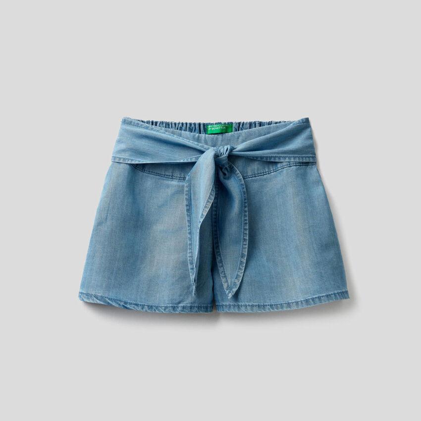 Bermuda ampi in jeans leggero