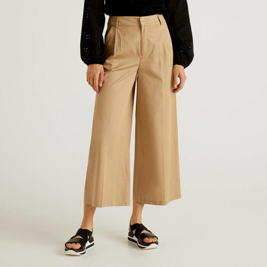 Pantaloni a gamba ampia con pinces