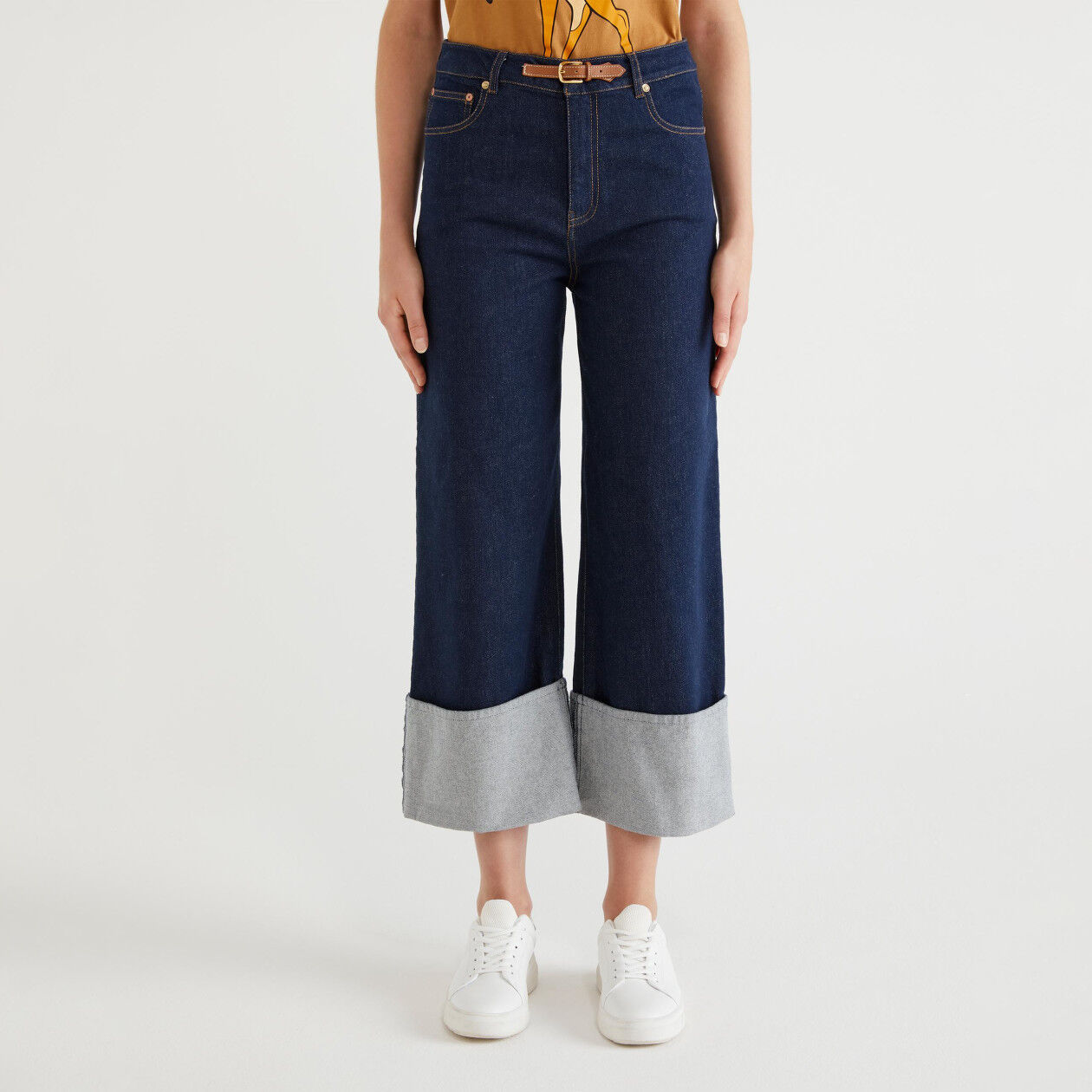 Pantaloni in denim con risvolto