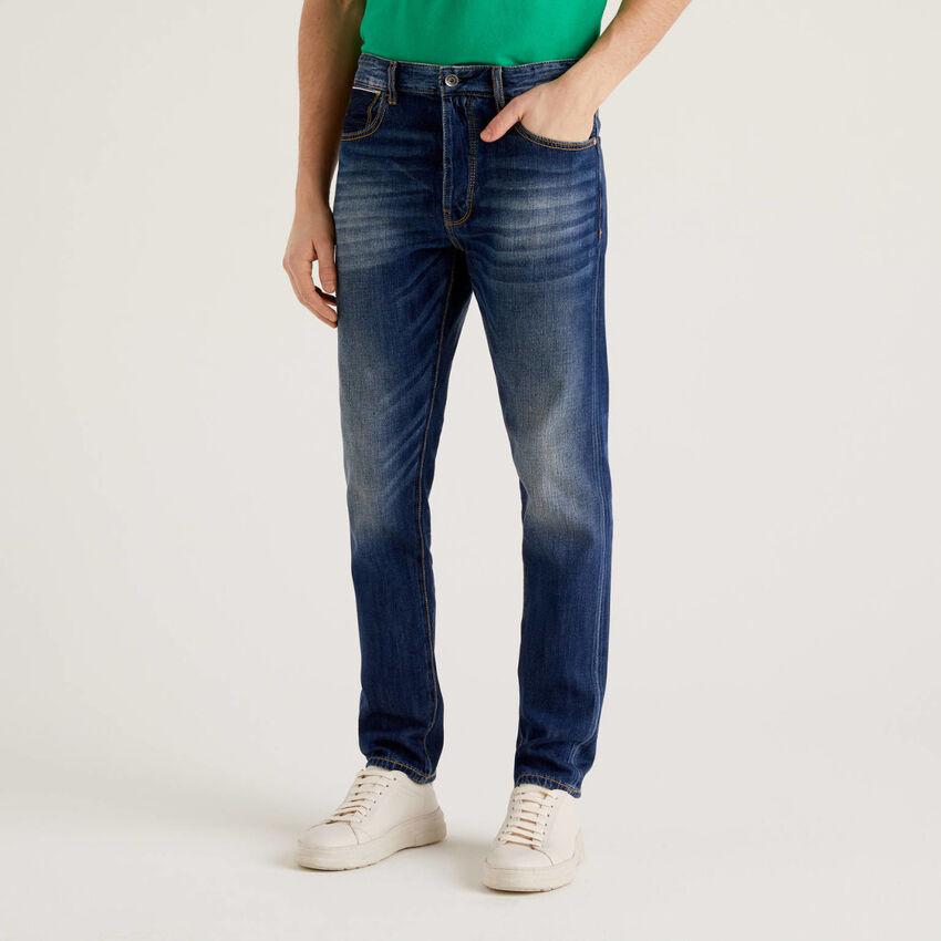 Jeans cinque tasche con aspetto vissuto