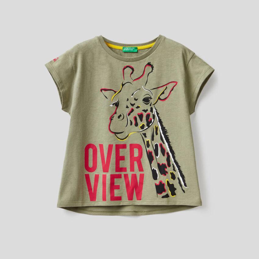 T-shirt verde militare con stampa giraffa