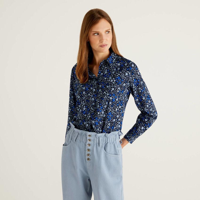 Camicia blu a fiorellini in 100% cotone