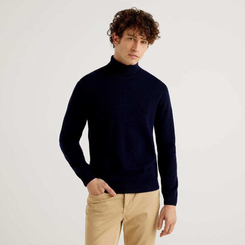 Dolcevita blu scuro in pura lana vergine
