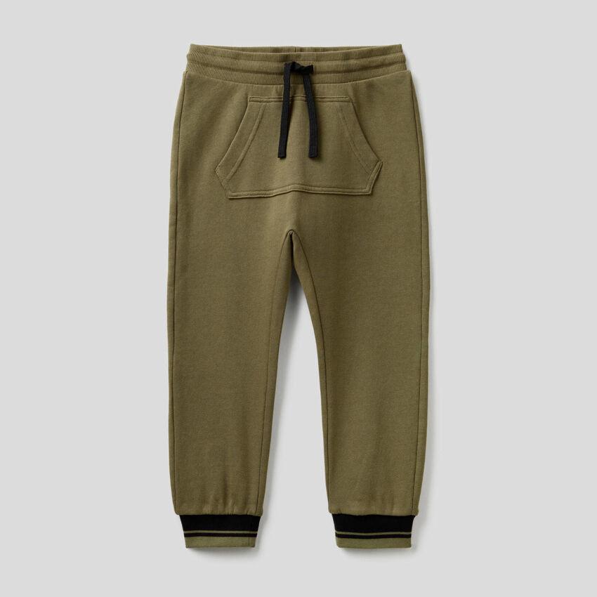 Pantaloni in felpa con tasca marsupio