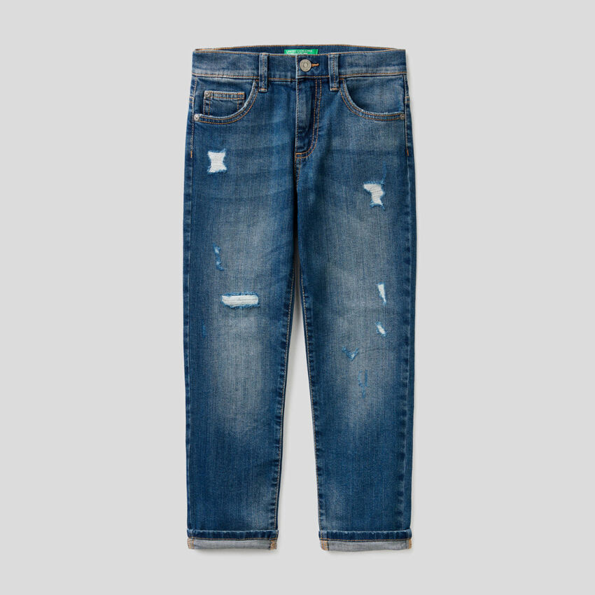 Jeans in cotone stretch con rotture
