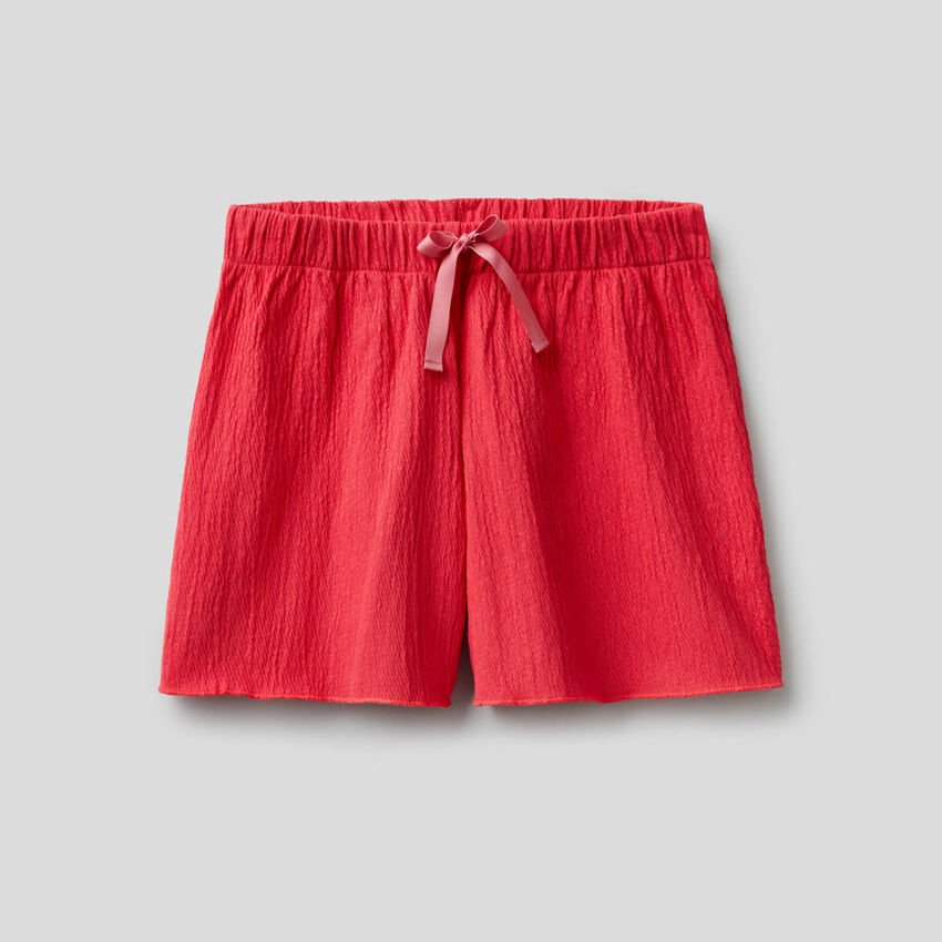 Shorts con effetto increspato