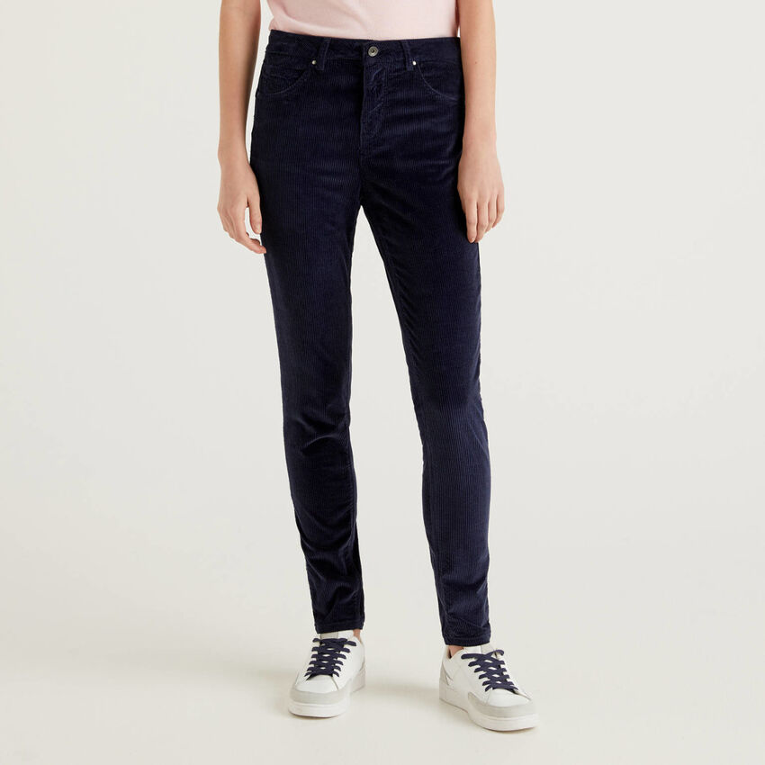 Pantaloni skinny fit in velluto
