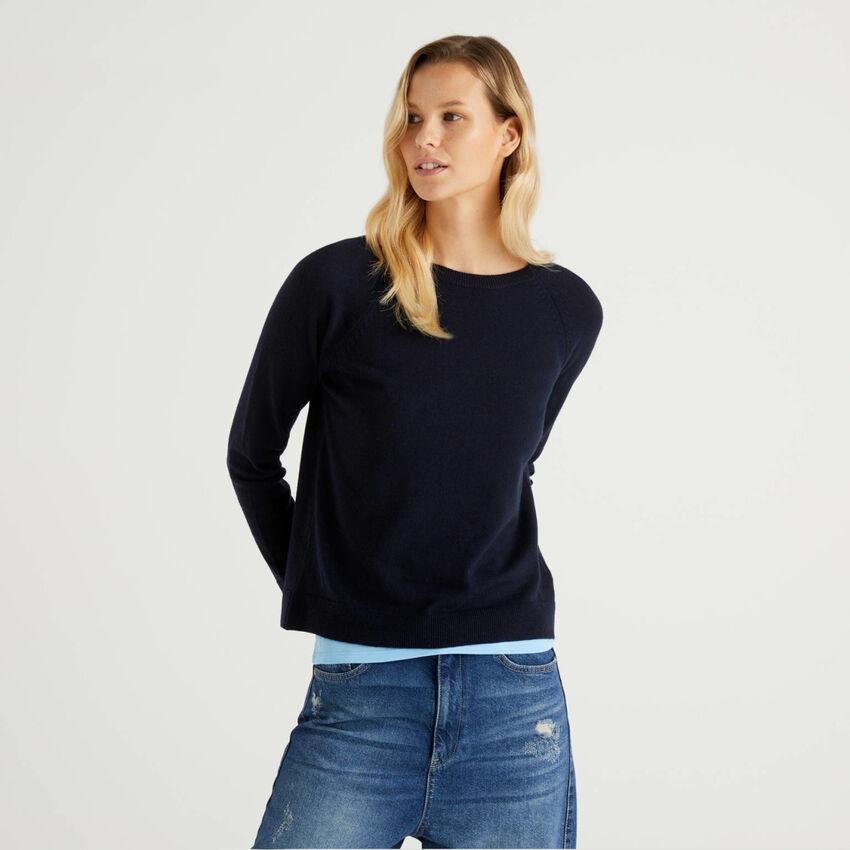 Maglia girocollo blu scuro in misto lana e cashmere