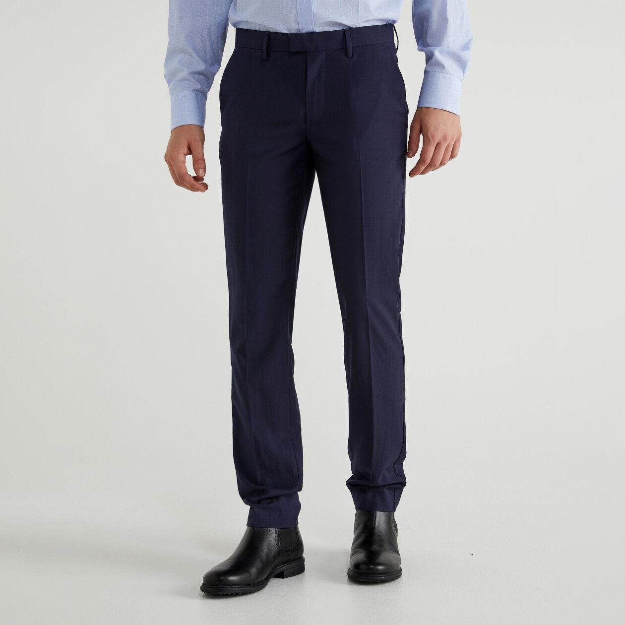 Pantaloni con piega stirata