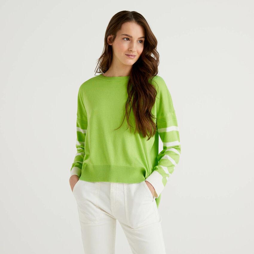 Maglia verde chiaro con spacco sul retro