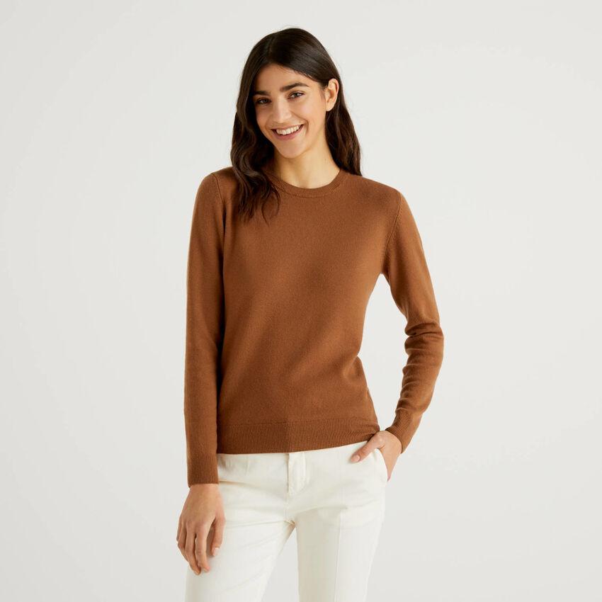 Maglia girocollo marrone in pura lana vergine