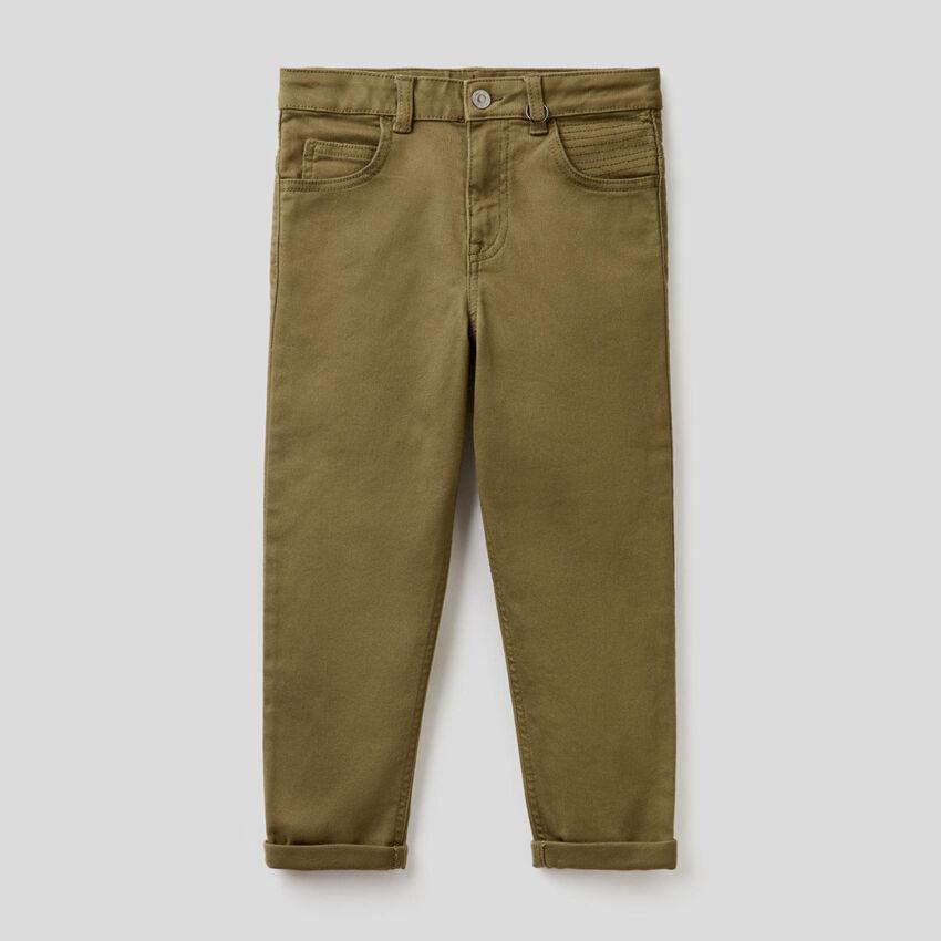 Pantaloni slim fit con impunture